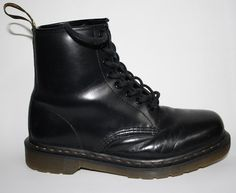 Men's Woman's Dr Martens Shoes Boots Size 7 Black Leather EX Display Punk Goth £0.99