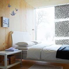 IKEA Österreich, Inspiration, Schlafzimmer, Bettgestell DUKEN, Plaid GURLI, Teppich HAMPEN, Bettwäscheset DVALA, Couchtisch IKEA PS, Meterware TRÅDKLÖVER, Bild OLUNDA