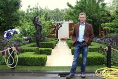 Chris Beardshaw and his RHS Chelsea Flower Show Gold Medal winning garden, designed for The Morgan Stanley Healthy Cities Initiative. Morgan Stanley, Hampton Court, Chelsea Flower Show, East London, Dream Garden, Nurseries, Hedges, Planting, Art Work