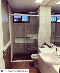 Bom dia, banheiro revestido de Seixo Telado, repost do nosso representante @casa7revestimentos! *por serem produtos naturais poderão sofrer alteração de cor, espessura e tamanho. #palimanan #palimanannamidia #palimananrevestimentos #seixo #banheiro #arquitetura #decoração