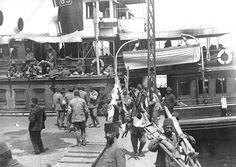 #Çanakkale'den Sütlüce Gemisi ile gelen gaziler #Sirkeci'de... (1915) #istanbul #istanlook