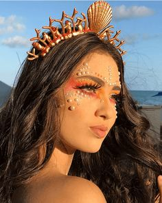 Make Carnaval: Sereia makecarnaval . Make Carnaval: Sereia makecarnaval inspired outfits Hot Halloween Costumes, Halloween Makeup Looks, Cute Halloween, Halloween Outfits, Disney Halloween Makeup, Halloween Mermaid, Make Carnaval, Fantasy Party, Halloween Kleidung