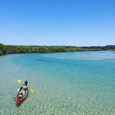 Hotels-live.com/pages/hotels-pas-chers - Who said exercise has to be boring? It's certainly not when you're canoeing at the picturesque coastal town of #BrunswickHeads. This peaceful spot is on the north coast of @visitnsw and is a popular place for water