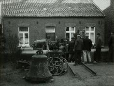 ARCEN: 2de Wereldoorlog, de bezetting: de klokken-roof. Hier het weghalen van kerkklokken 22 oktober 1942.