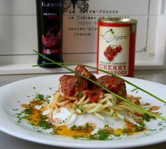 #olioflaminio #olio #flaminio #trevi #umbria #italy Ingredienser: 1 pk kylling kjøttdeig 1 liten gul løk 1 egg Frisk persille Gressløk 1 fed hv...