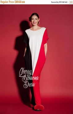 This maxi dress and the so called kaftan is here again with new Colors! Enjoy our black and white dress with red ! This kaftan is Our Timeless Model and we do love it ! The most comfy dress in the world ! This casual dress is the perfect choice for a day dress !The soft material will keep you cozy as you take a stroll on the beach and soak in the warm summer sun. This versatile maxi dress can be worn as a cover-up, beach dress, summer dress or simply wear it for a night out on the town…