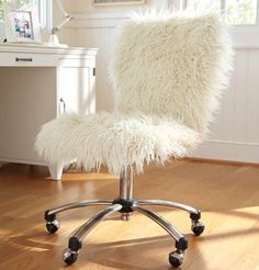 . White Fluffy Chair, Office Chairs, Black Dining Room Chairs, Farmhouse Dining Chairs, Accent Chairs For Living Room, Diy Furniture, Outdoor Furniture Chairs, Vanity Stool, Vanity Area