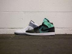 "d4953f1090d367 Air Jordan 1 Retro  89 ""Glow Green."