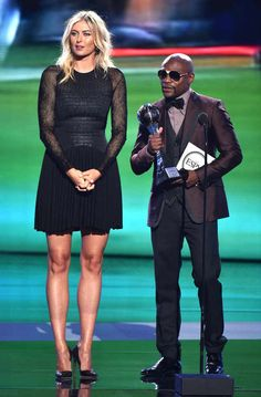 Maria Sharapova Can& Help But Tower Over Floyd Mayweather at the 2014 ESPY Awards—See the Hilarious Pics! (With images) Maria Sharapova Hot, Sharapova Tennis, Maria Sarapova, Espy Awards, Floyd Mayweather, Tennis Stars, Sports Stars, Tall Women, Tennis Players