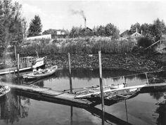 Datering tot: 1955-09-30 Beschrijving: Het oude spuikanaal van de Spuisluis aan de Havendijk. Op de achtergrond is de dam zichtbaar die nodig is om in oostelijke richting een nieuwe spuisluis te maken. (Tegenwoordig de Spuisluis aan de Jachthavenlaan-Havendijk)