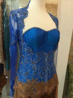 Kebaya Lace, Kebaya Brokat, Kebaya Simple, Dress Brokat Modern, Simple Cocktail Dress, Maroon Bridesmaid Dresses, Best Corset, Model Kebaya, Lace Silk