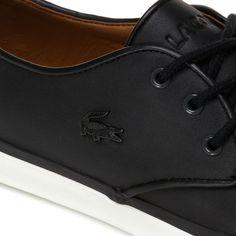 Estas sneakers Lacoste, ultra elegantes, están confeccionadas con cuero de gran calidad y adornadas con una pieza de fieltro en el talón. Un diseño cómodo y muy actual perfecto para casa, la ciudad y la playa. Sneakers Lacoste, City, Felting, Leather, Beach, Elegant