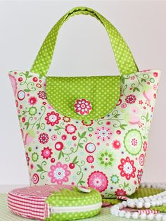 The Summer Set / Summer set - evening meetings Handbag Patterns, Bag Patterns To Sew, Fabric Handbags, Fabric Bags, Patchwork Bags, Quilted Bag, Sewing Crafts, Sewing Projects, Diy Handbag