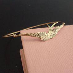 Armreife - Armreif Schwalbe - Gold Armband - ein Designerstück von frostedwillow bei DaWanda