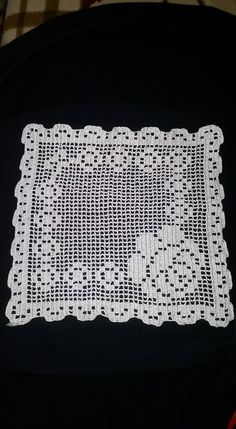 This Pin was discovered by Sıd Filet Crochet, Crochet Doilies, Beading Patterns Free, Free Pattern, Crochet Designs, Crochet Patterns, Crochet Baby, Knit Crochet, Crochet Home Decor