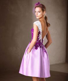 CARALIA - Vestido corto con collage de flores | Pronovias
