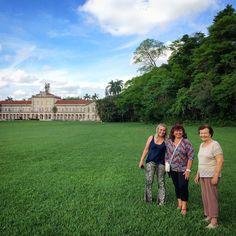 Dona Luzia e duas de suas filhas @margamlopes e @lisete_57 curtindo o dia juntas!  #piracicaba #Esalq #USP #gramado #green #field #grass #domingo #passeio #tour #enjoy #life #grandma
