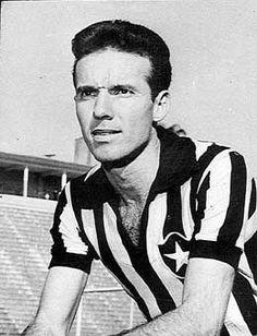 Único homem na história do esporte bretão a ser campeão do mundo dentro e fora de campo, Zagallo conquistou seu primeiro mundial em 1958, renovado quatro anos mais tarde no Chile, na Copa de 1962. Como técnico, dirigiu a Seleção Canarinho em 1970, naquele que seria considerado por muitos o melhor time de todos os tempos.