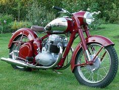 Motos Vintage, Vintage Cycles, Vintage Bikes, American Motorcycles, Vintage Motorcycles, Cars And Motorcycles, Moto Jawa, Moto Bike, Classic Road Bike
