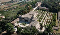 Villa Buonaccorsi a Palace Garden, Palaces, Villas, Traditional, Mansions, Architecture, House Styles, Italia, Arquitetura