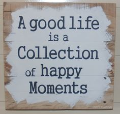 A good life is a collection of happy moments, gaaf houten tekstbord