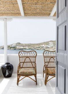 I have featured the San Giorgio hotel before but this hotel on Mykonos, Greece, is too gorgeous not to be featured again. True, authentic, simple – the hotel's interior is a collection of eclectic tr Best Interior, Interior And Exterior, Interior Design, Coastal Style, Coastal Living, Outdoor Spaces, Outdoor Living, Turbulence Deco, Beach Cottages