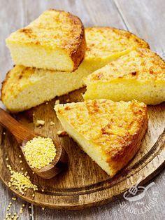 Quinoa cake - Ecco una torta molto nutriente e sana, oltre che gustosa. Rustica quanto basta per stuzzicare la voglia di fare il bis: la Torta di quinoa è davvero ottima #tortadiquinoa #tortaquinoa
