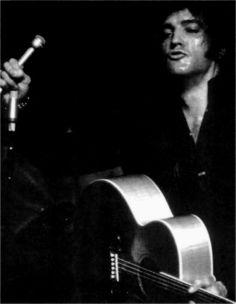 Elvis on stage at the Hilton in august 1969.