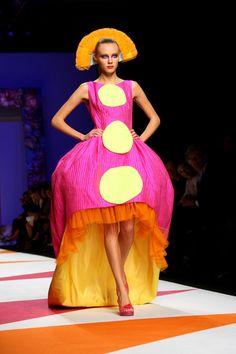 Agatha Ruiz De La Prada - MFW Womenswear Spring/Summer 2009 #fashion #crazy #funky #surrealist #modern #colourful #colorful #milan #milanfashionweek #flamenca #dors #pink #yellow
