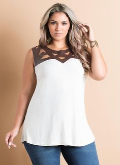 Blusa Off-White Recortes em Courino Plus Size - Quintess                                                                                                                                                      Mais
