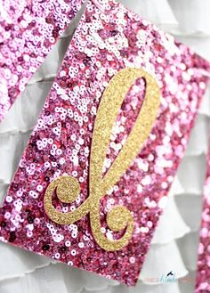 How to Cut Glitter Card Stock via - smart & gorgeous idea & tutorial Glitter Letters, Glitter Cardstock, Glitter Texture, Glitter Projects, Vinyl Projects, Craft Projects, Shilouette Cameo, Glitter Heat Transfer Vinyl, Glitter Birthday