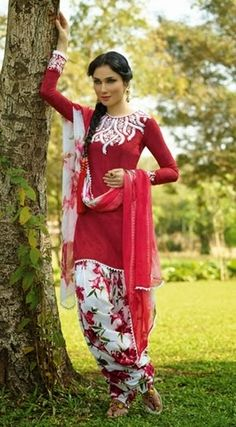 Browse through our quality range of casual punjabi suits. Latest designs of punjabi suits with photo available. Great quality, custom stitching, world wide deliver and 14 day return. Punjabi Fashion, India Fashion, Suit Fashion, Bollywood Fashion, Asian Fashion, Dress Fashion, Fashion Online, Punjabi Dress, Punjabi Suits