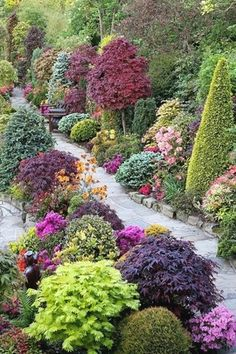 Beautiful & Enchanting Garden Path Roundup 2013 Here is a list of beautiful garden paths that I have been collecting throughout the year. I hope you find some good inspiration for your garden here…MoreMore #FlowerGarden
