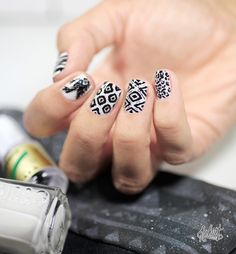 Black and white summer print Nail art