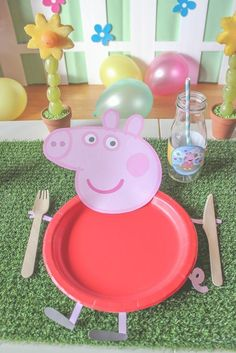 Peppa Pig Party - Just Add Confetti Let's jump in muddy puddles! This Peppa Pig party is full of ideas and inspiration—foods, easy decor, and free printables! It's oinktastic! Peppa Pig Birthday Decorations, Peppa Pig Birthday Cake, Peppa Pig Cakes, Peppa Pig Party Ideas, Peppa Pig Pinata, Kids Party Decorations, Peppa Pig House, Aniversario Peppa Pig, Cumple Peppa Pig