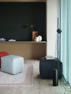 Post Lamp Floor von muuto als einflammige oder zweiflammige Stehleuchte - platzsparendes, modernes Design - LED Stehleuchte im skandinavsichen Stil #leuchten #wohnen #lampen