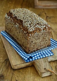 Black bread crunchy juicy yummy Cookie and Co The post Black bread meaty juicy yummy appeared first on Daisy Dessert. Vegan Pumpkin, Pumpkin Recipes, Bread Cast, Chocolate French Toast, Homemade English Muffins, Kenwood Cooking, Cheese Pastry, Homemade Rolls, French Desserts