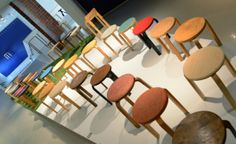 Jakkara tekee historiaa. Alvar Aalto -museon Galleria. A Stool Makes History. Alvar Aalto Museum Gallery. 16.5.–8.9.2013.