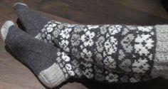 Vanuttunut Villasukka: Marjulit & kaavio & kirjavinkki Knitting Socks, Mittens, Gloves, Breien, Knit Socks, Fingerless Mitts, Fingerless Mittens