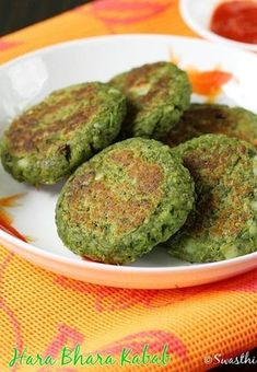 Hara bhara kabab recipe with step by step photos. One of the popular veg kabab recipe from Indian cuisine made with potatoes, spinach and peas veg recipes Indian Appetizers, Indian Snacks, Indian Food Recipes, Indian Foods, Vegetarian Snacks, Healthy Snacks, Healthy Recipes, Delicious Snacks, Healthy Eating