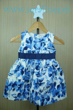 Vestido de manga corta de popelín con flores azules. 100% Algodón