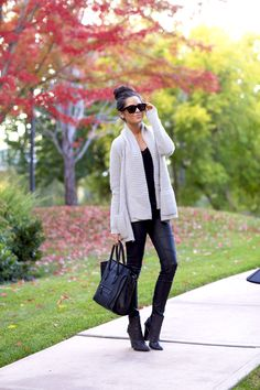 Great outfit! Cozy sweater and cute bag :)