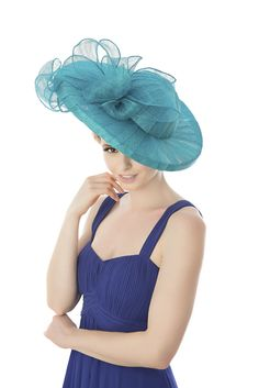 Beverley Edmondson is an innovative bespoke milliner based in Farnham, Surrey. Beverley's handmade, bespoke, Signature Collections are perfect for all occassions.
