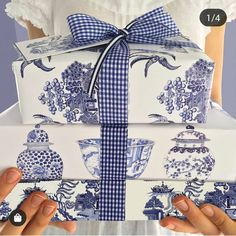 My Sunday night crush goes to for this stunning pic of bespoke designer wrapping paper by Michelle Grayson 😍… Creative Gift Wrapping, Creative Gifts, White Wrapping Paper, Wrapping Papers, Willow Pattern, Chinoiserie Chic, Blue And White China, Matching Gifts, Christmas Gift Wrapping