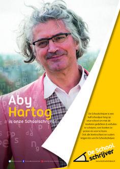 """Aby Hartog: """"Een jaar of twee geleden vroeg ik me af of ik geen meester op de basisschool moest worden. Dat leek me leuk. Maar Schoolschrijver worden is nog veel beter, dan kan ik me met kinderen bezighouden met het allerleukste wat er is: lezen en tekenen en schrijven en praten over boeken."""""""