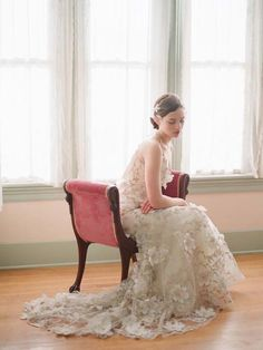 Love the light and the gown    by Elizabeth Messina - Kissthegroom