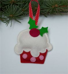 Felt Cupcake Ornament - making a few of these.. (: