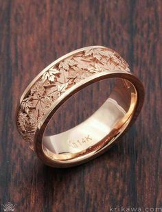 Maple Leaf Wedding Band in rose gold. Krikawa has a number of amazing leaf w… Maple Leaf Wedding Band in rose gold. Krikawa has a number of amazing leaf wedding bands, all made to order in your choice of metal! Jewelry Model, Cute Jewelry, Bridal Jewelry, Jewelry Accessories, Jewelry Design, Metal Jewelry, Jewelry Rings, Fancy Jewellery, Fancy Earrings