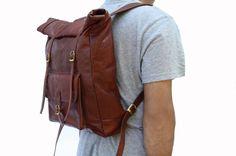 Leather Roll Top Backpack / Rucksack Vintage par LeftoverStudio