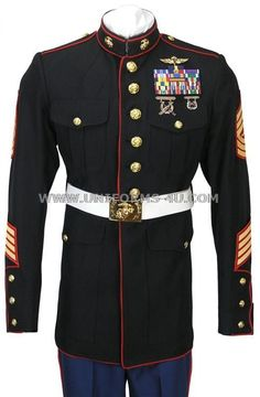 Something about this us marine corps uniform makes any man wearing it look instantly sexy Us Marines Uniform, Dress Blues Marines, Marine Corps Dress Blues, Marine Corps Uniforms, Navy Uniforms, Us Marine Corps, Army Uniform, Military Uniforms, Once A Marine